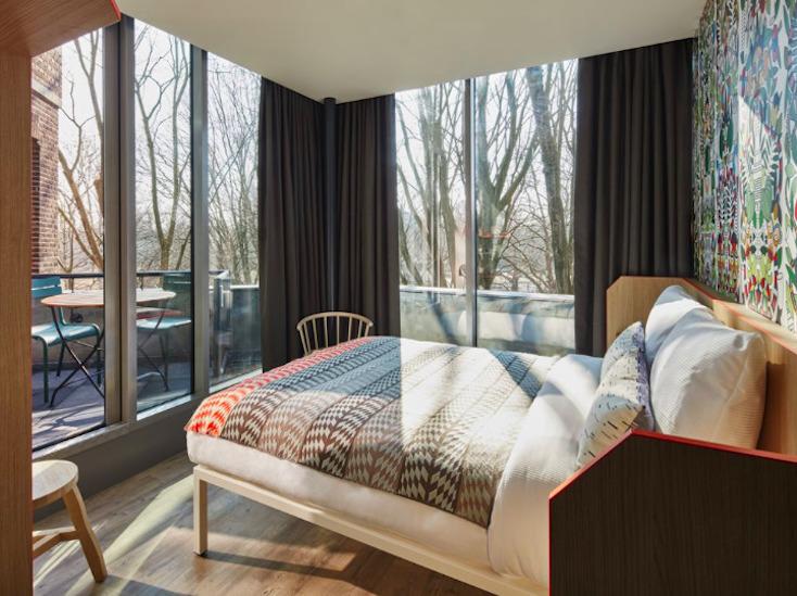 アムステルダムのおしゃれでアートなホステルGenerator Hotel