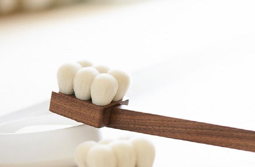 筆で身体を洗う。熊野の職人がつくる羽毛のようなボディブラシ