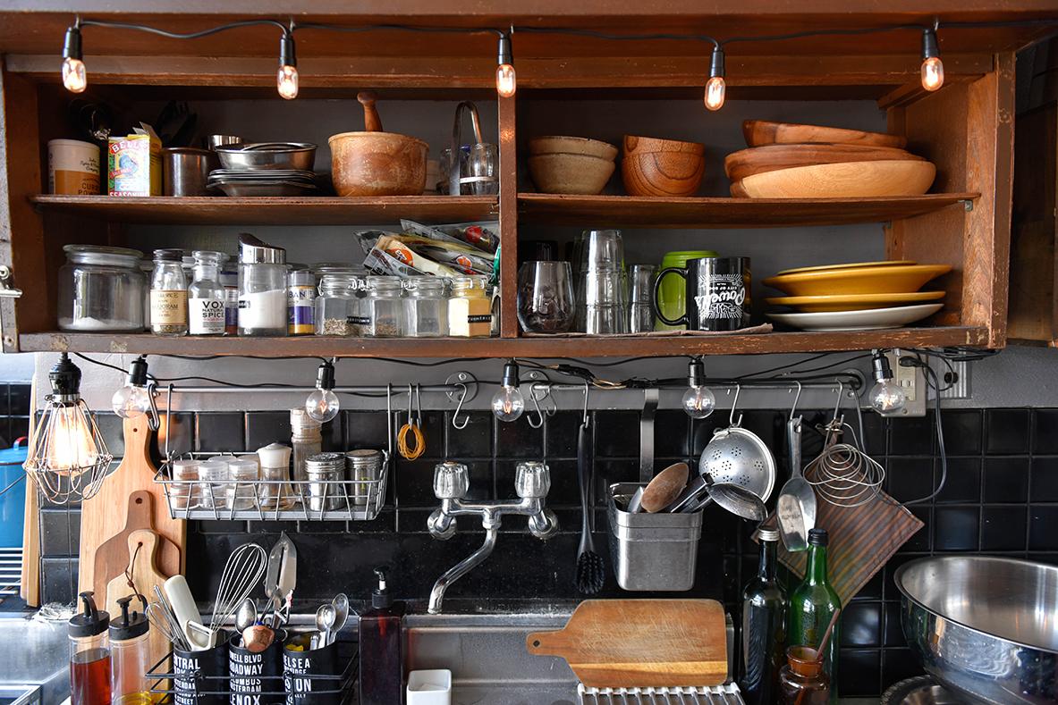 DIYしたおしゃれなキッチンの棚