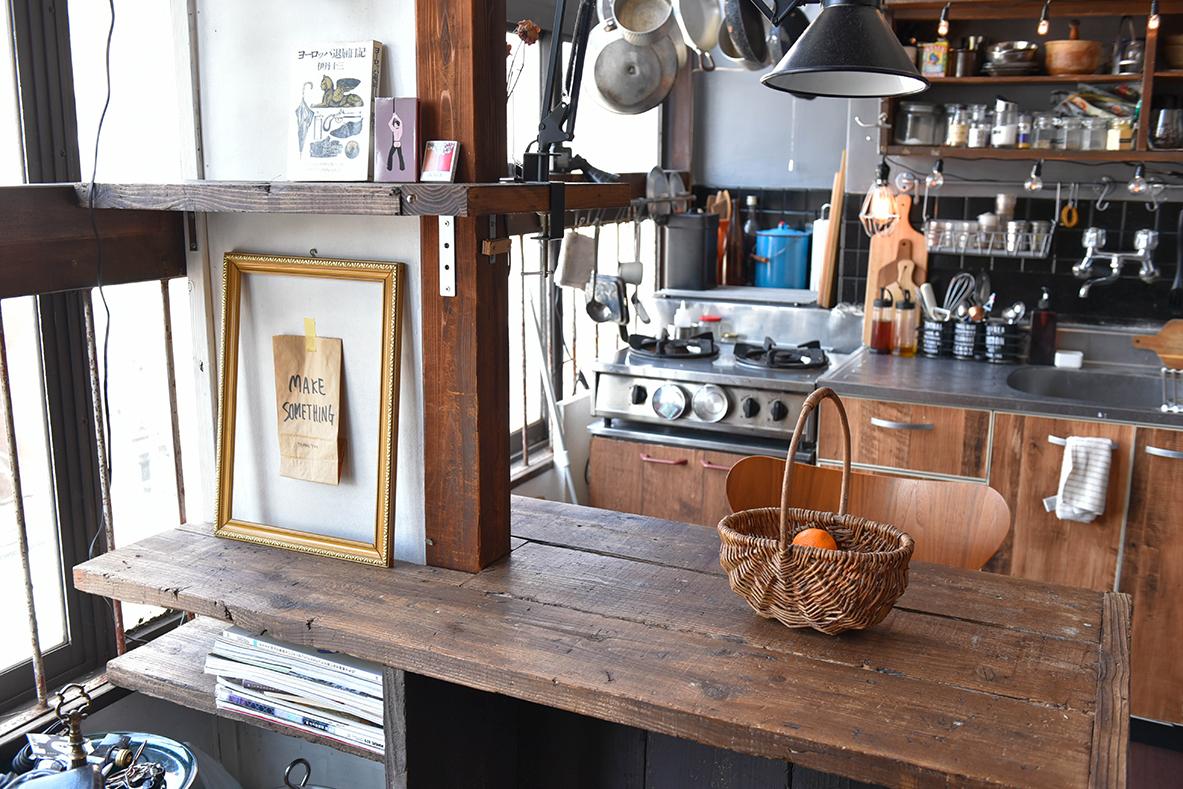 WOODPROの古材をDIYで造り付けしたダイニングテーブル