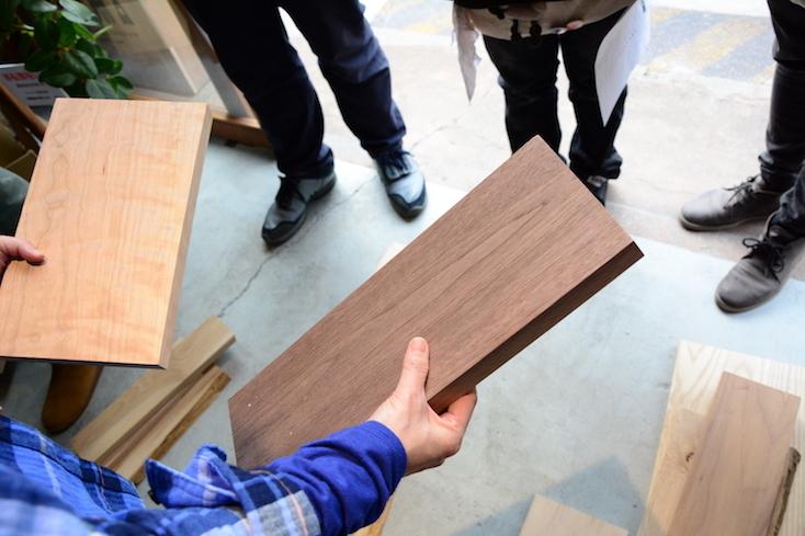 カッティングボードにする木材は、自分で選ぶ