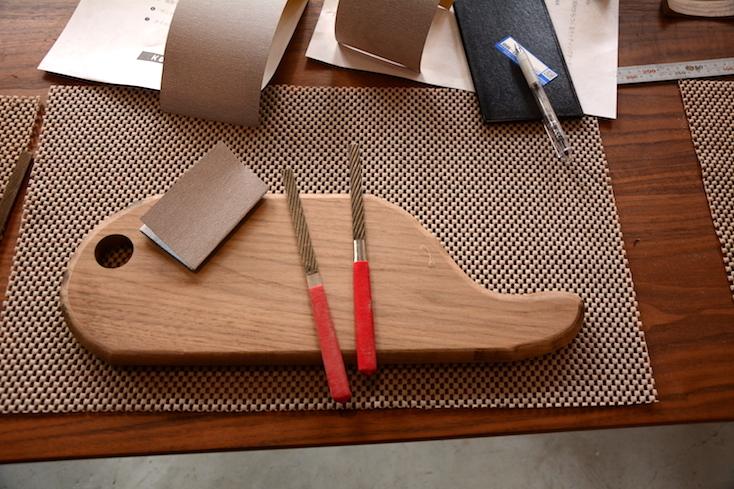使う道具は、鉋(かんな)、金属ヤスリ、紙ヤスリ