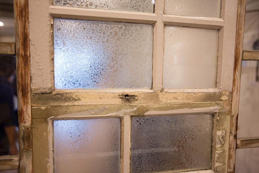 古い洋館のガラス
