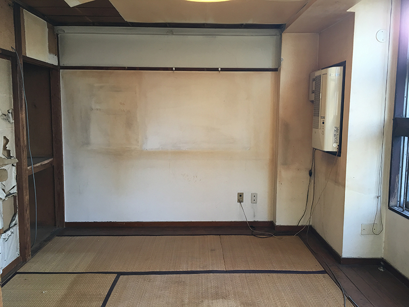 DIY前のレトロな部屋