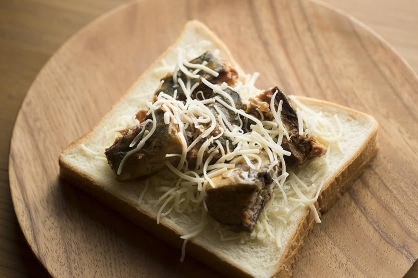 さば味噌チーズトーストの作り方