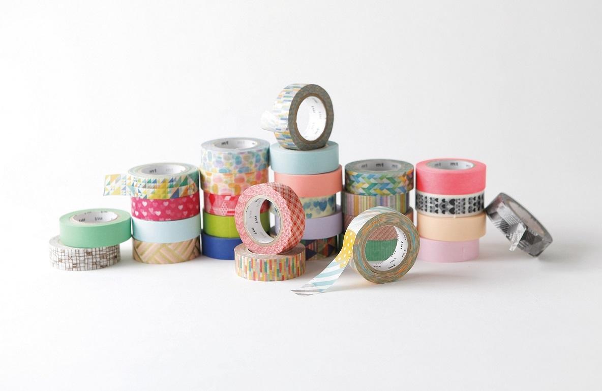 カラフルで多彩なデザインと、貼ってはがせてメモまで書ける利便性で、一躍紙もの界のトップスターとなったマスキングテープ「mt」