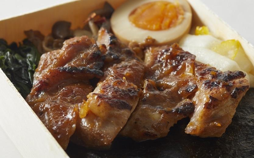 鶏の照り焼きのおいしさの秘密は塩麹と生姜『 海苔弁 山』