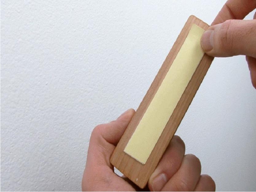 両面テープで取り付けるタイプ