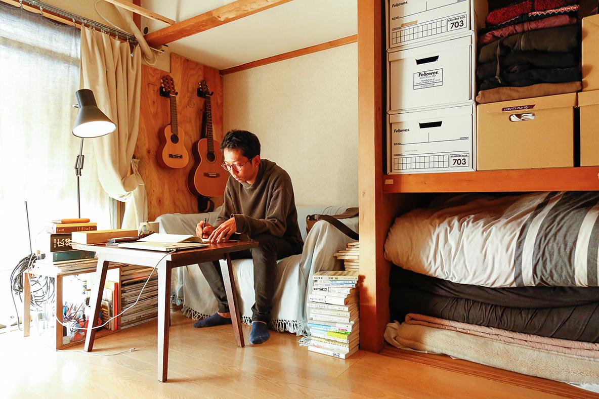 読書や仕事に没頭するソファ