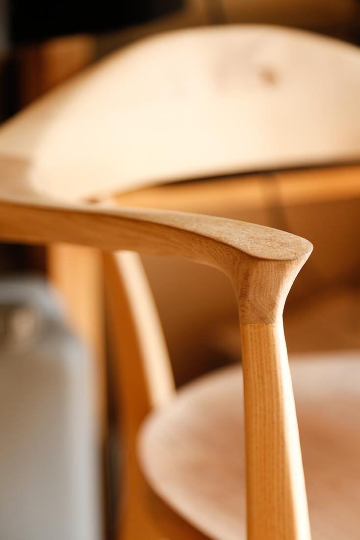 komaの無垢材の椅子