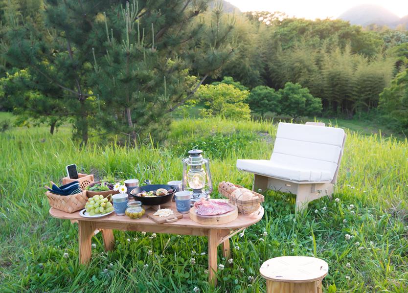 キャンプに簡単に持っていける組み立て式家具YOKA