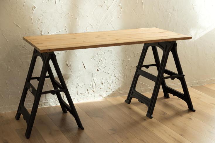 天板を置くだけで簡単におしゃれになる折畳み式の脚「WORK LEG」