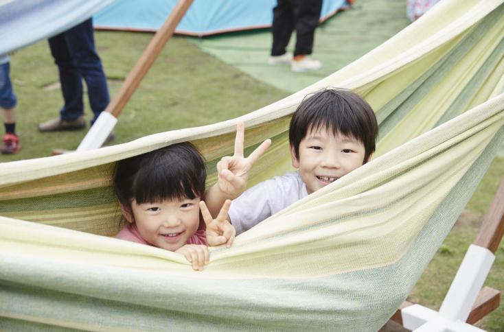 家族で楽しむことができるアウトドアならではの体験型ワークショップや新しい遊びのアイディア