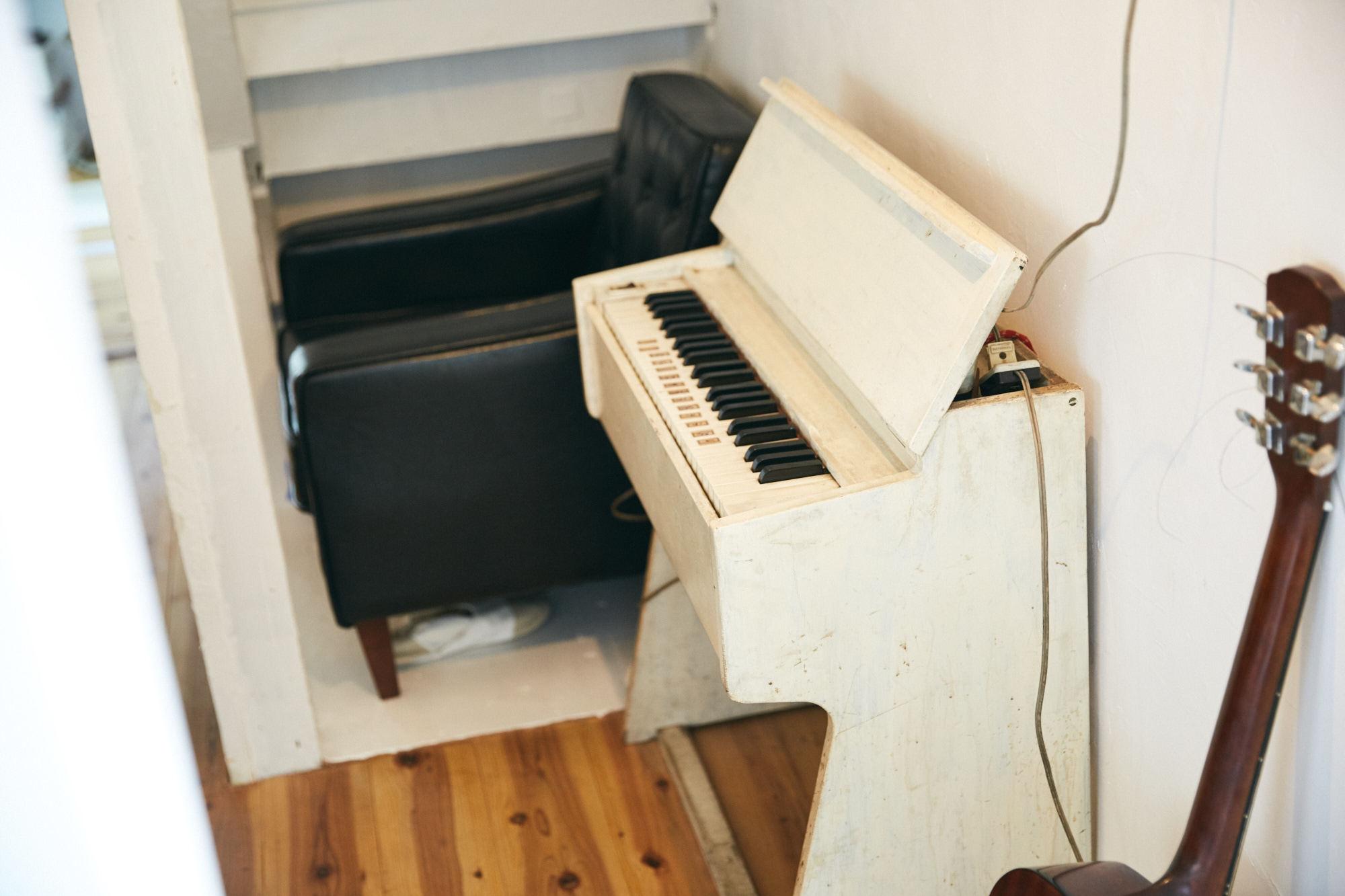 古い電子ピアノ