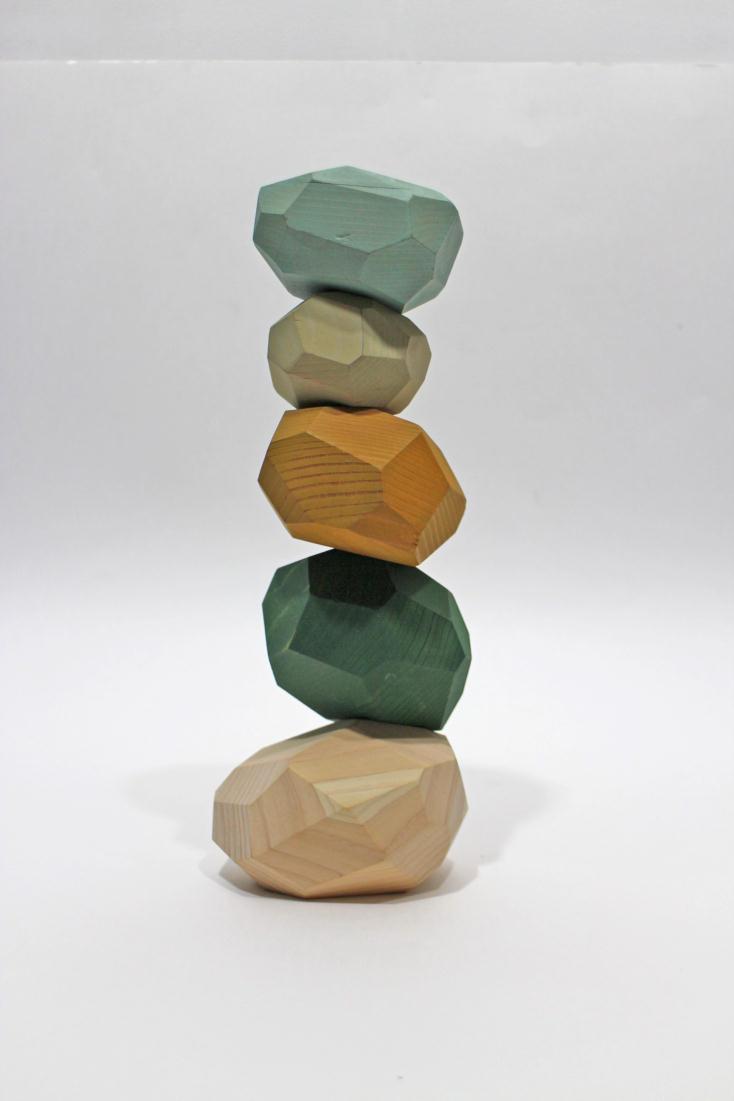 吉野杉とヒノキを使った創造性を育む積み木tumi-isi