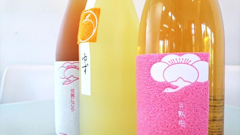 梅の産地・和歌山の魅力をぎゅっと詰め込み、家紋デザインを施した「鶴梅」