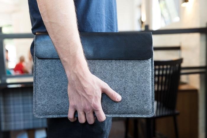 フエルト製MacBookカバー
