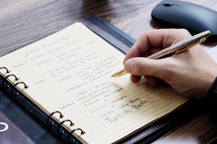 世界初の指紋認証ロック付きノート、Lockbook。シンプルなアイディアを実現させている、一冊欲しいアイテムだ