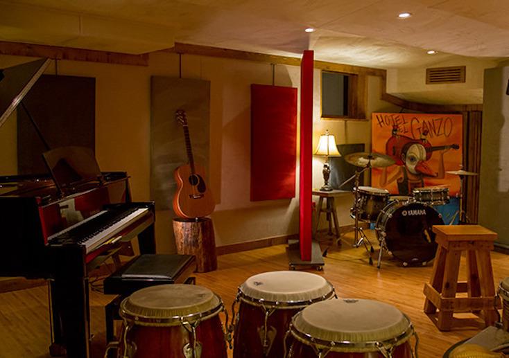 部屋だけでなく、施設内にはさまざまな楽しい設備やイベントがある