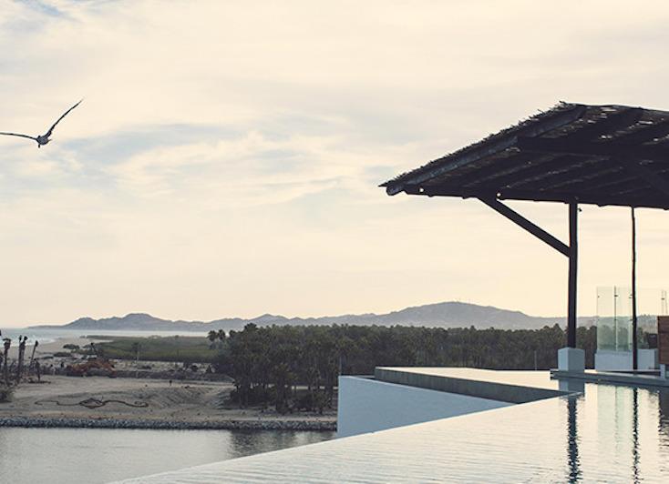 リゾート地なだけあり、プライベートビーチとプールを欠かさない