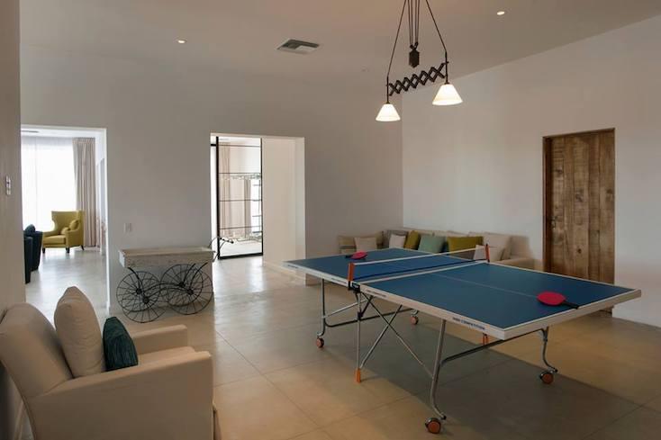 スイートルームには、卓球台が置かれている部屋も