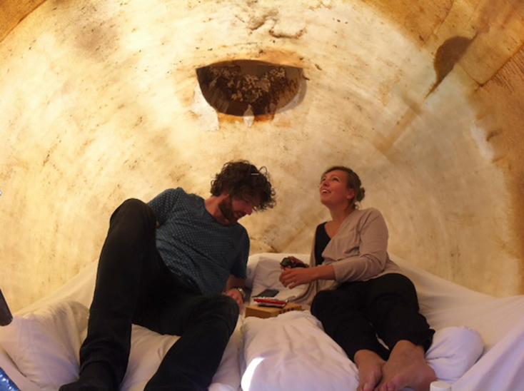 砂漠に泊まるシェルタープロジェクトのシェルターval ross