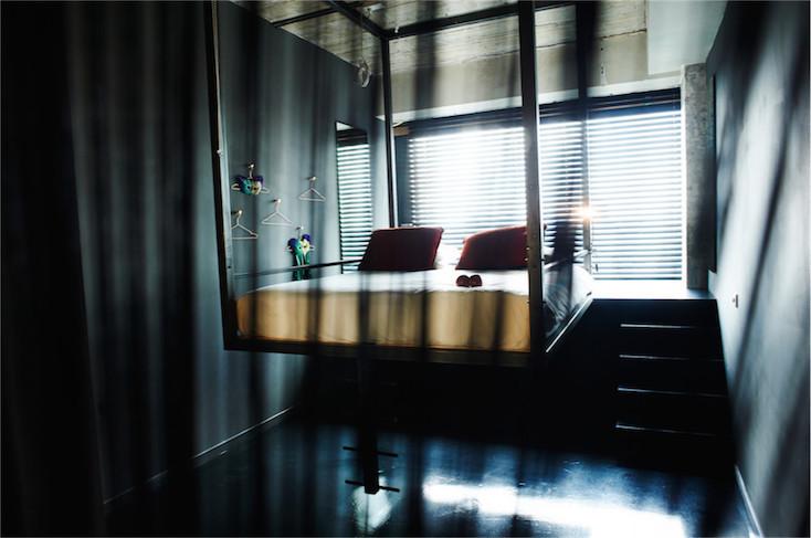 「Soixante Neuf」のベッドは天井から吊るされていて、ちょっとスリリング
