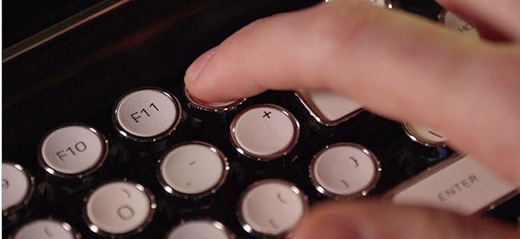 レトロなタイプライターのようなキーボード