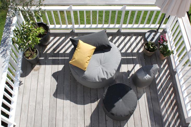 「外でもラウンジのような快適さを演出する家具を作りたい」という思いから生まれた、TRIMM COPENHAGENNの家具
