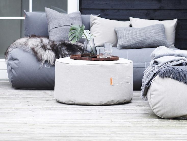 大きめのソファや、横になってリラックスできる「Half Moon」などのさまざまな家具を製作