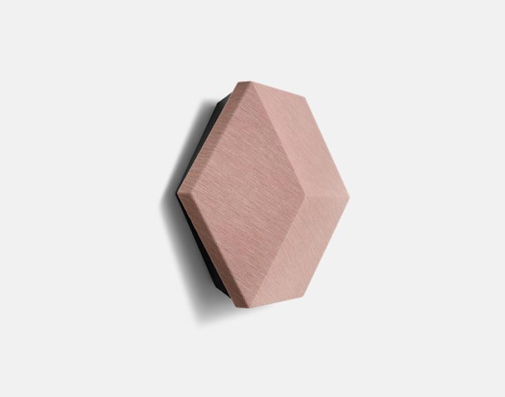 ひとつひとつのスピーカーは六角形