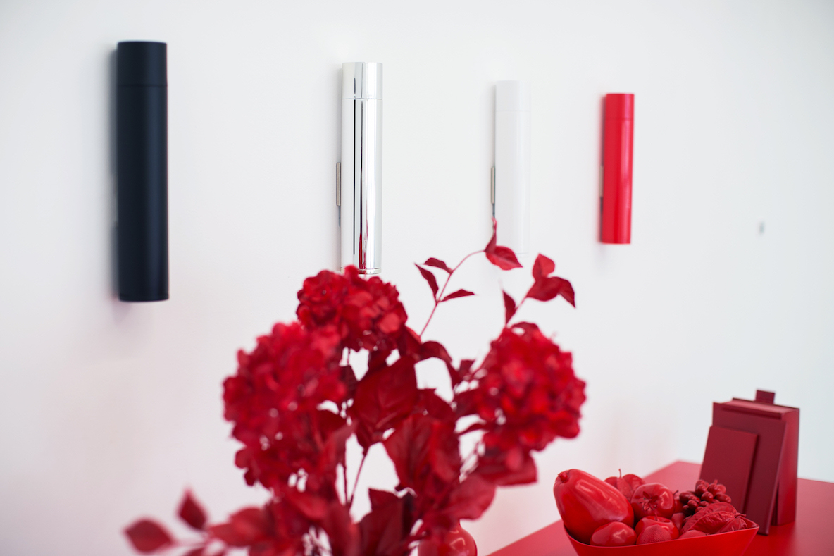 インテリアの邪魔をしない、機能性もデザイン性も高いシンプルな消火器