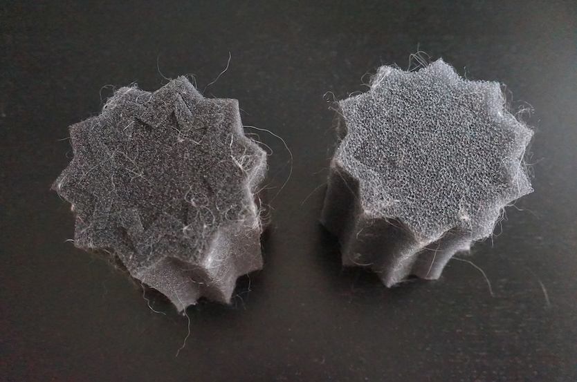 洗濯物の間をこのスポンジが動き回ることで水に浮いた毛をからめ取ってくれます