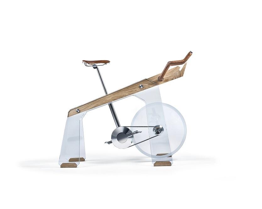 段々と下がるようなデザインで、重力が後ろに集中するように設計されている