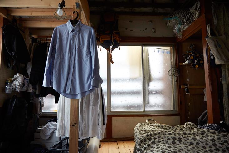 現在は、奈良さん、宮地さん、紅一点の星野さん、上野さん(取材時帰省中)の4人暮らし。前回の取材では、木の素材と白を基調としたこだわりあるキッチン空間で、何となく居心地が悪そうなグレーのコンロが印象的だった。