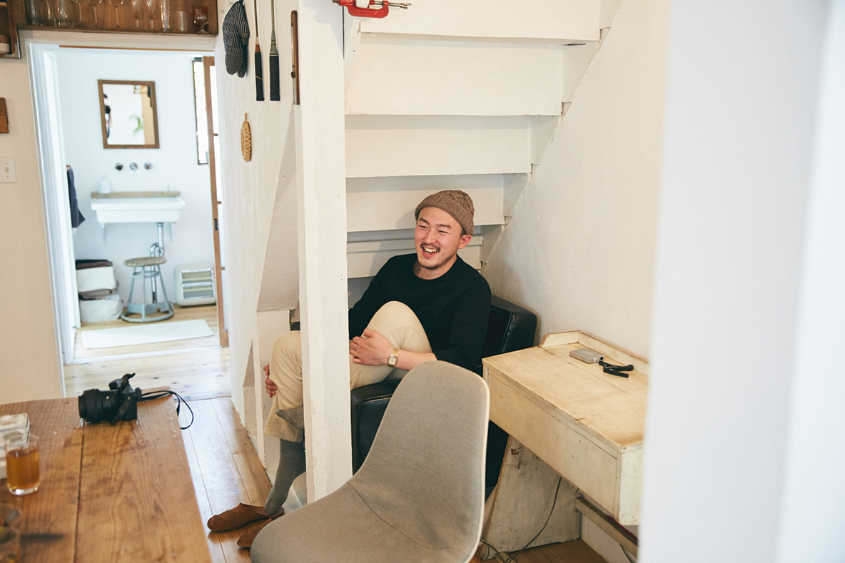 階段下のソファスペース