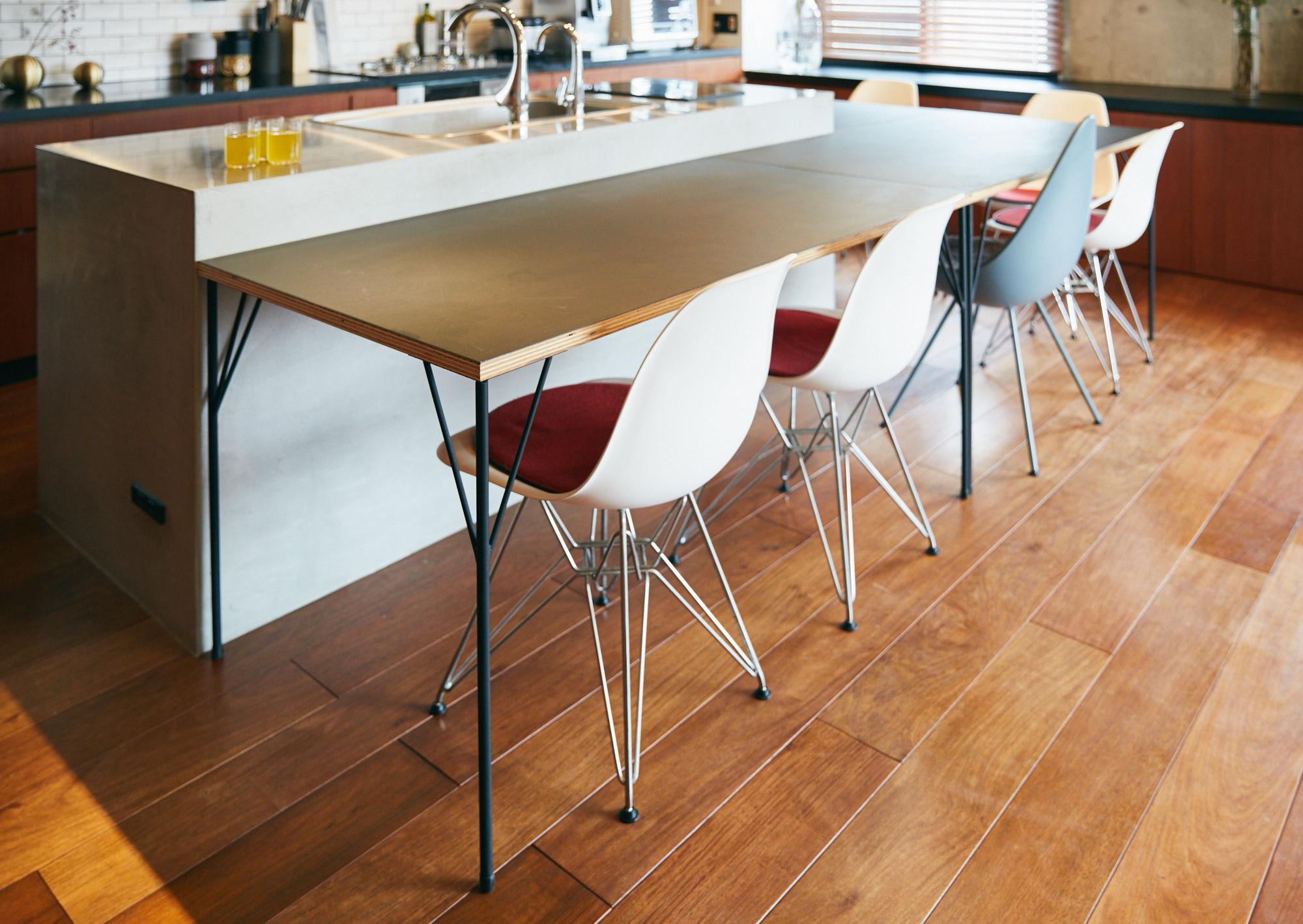 ホームパーティーに対応する、可動式テーブル