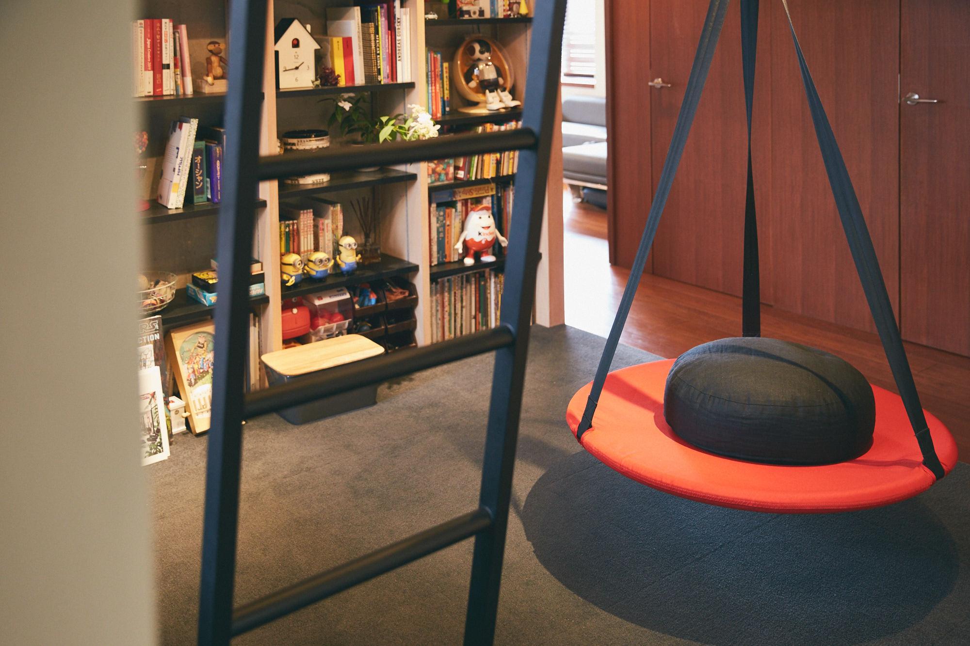 IKEAのブランコがぶら下がる子供スペース