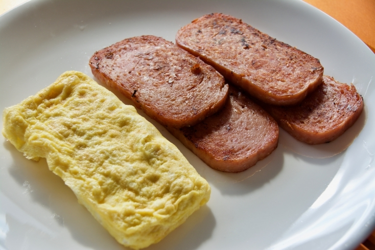 おにぎりの具になる焼きポーク(スパム)、卵焼き