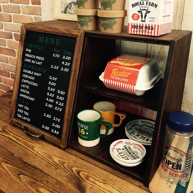 アメリカのカフェの雰囲気を漂わせるメニュー表の扉
