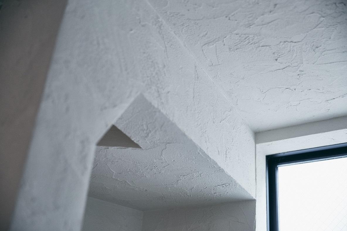 壁と天井は珪藻土で塗装