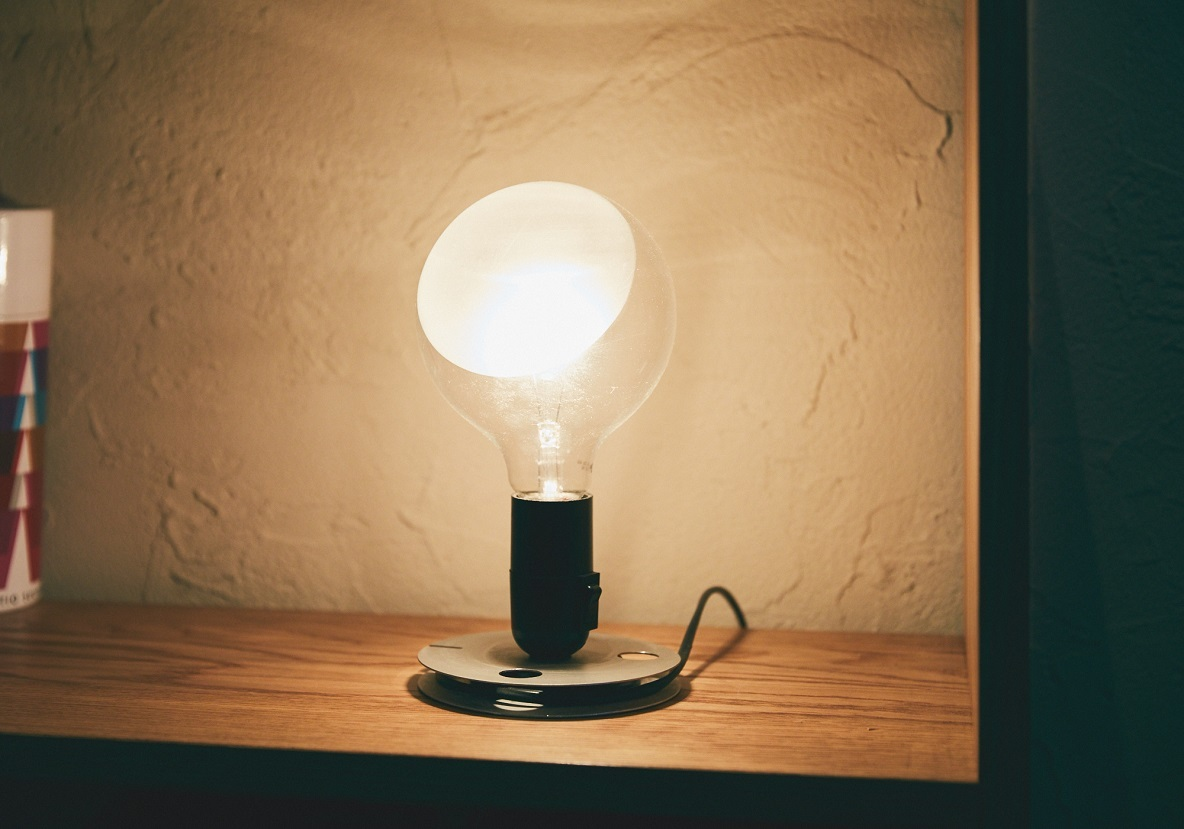 おしゃれな照明、FLOSのLAMPADINA table lamp