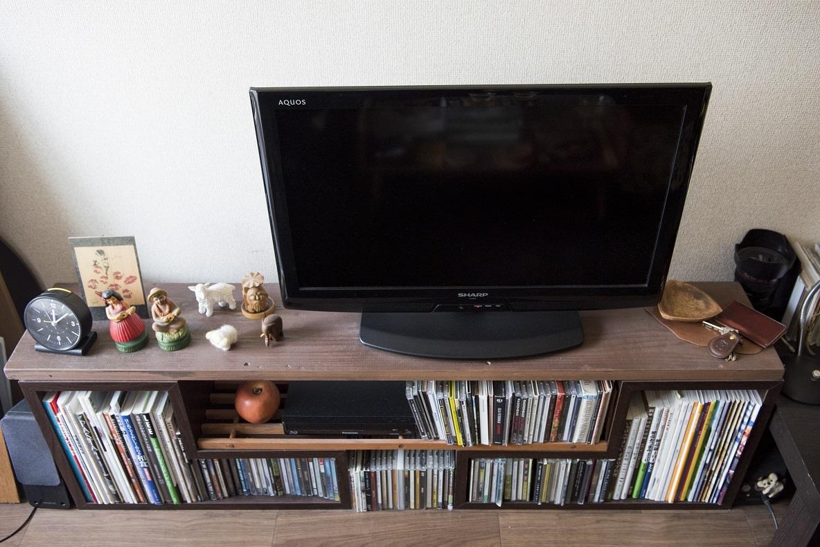 テレビ台にしている板