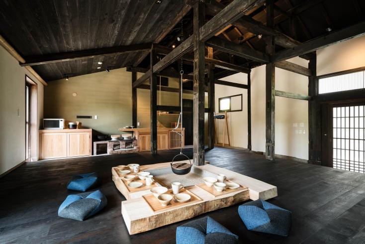 古民家をリノベーションした、囲炉裏と土間でくつろげる「合屋邸」