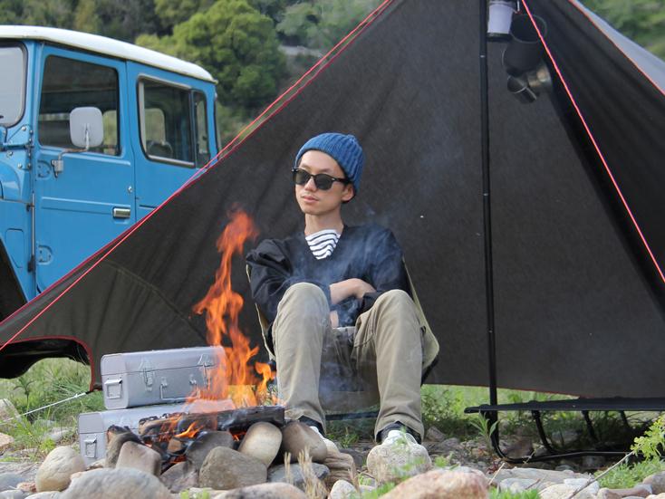 夜の野営にタープと焚き火は必須