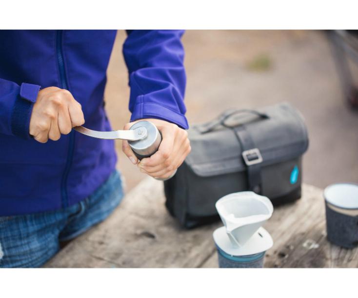 サードウェーブコーヒーの代表格「Blue Bottle」とサンフランシスコのメッセンジャーバッグの老舗「TIMBUK2」がタッグを組んでいるアイテムだ