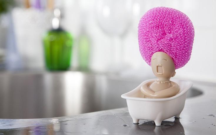 「Soap Opera」は見て分かる通り、バスに浸かる人の髪の毛をスポンジに見立てるユニークなスポンジ台