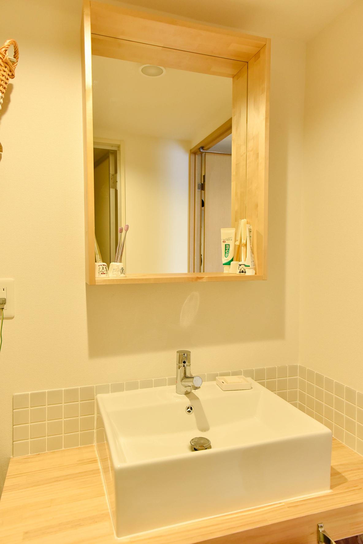 木の風合いがかわいい洗面所