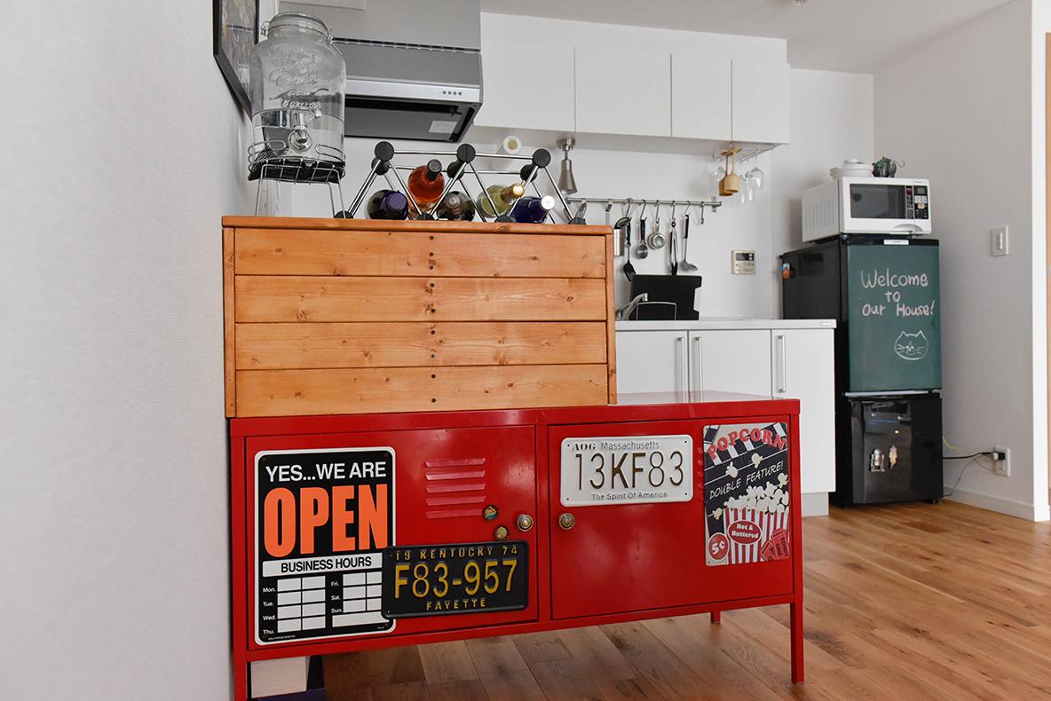 キッチンとダイニングテーブルの間に置いた木のボックス収納をDIY