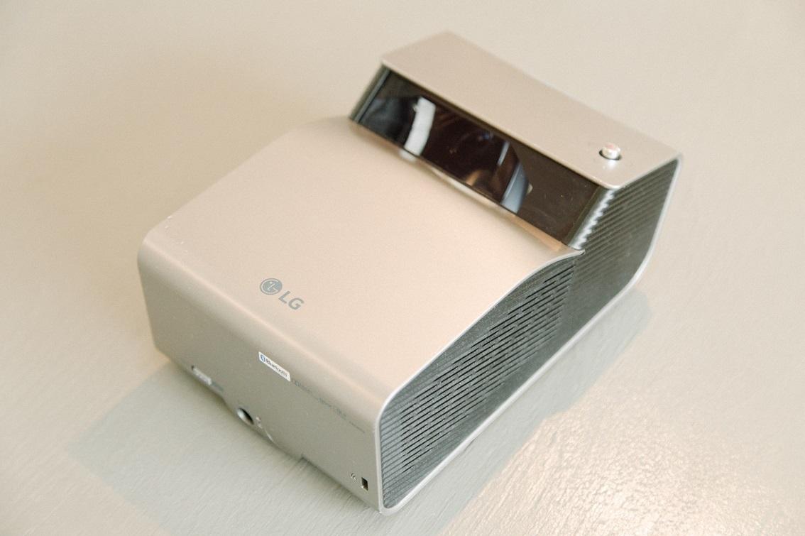 LGの超短焦点プロジェクター